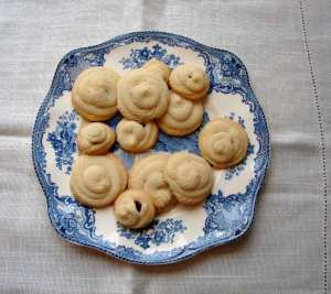 piped shortbread cookies