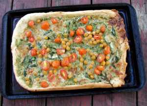 Pizza with tarragon-pumpkinseed pesto and chickpeas