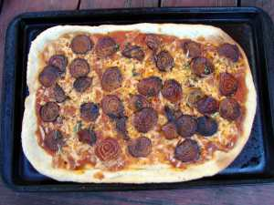 Beetaroni pizza