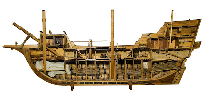 17th-century-merchantman cross section