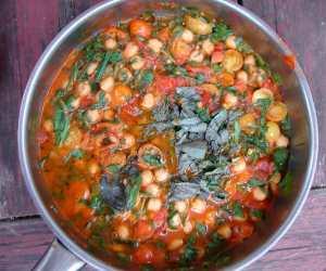 Spicy cherry tomato chickpea sauce
