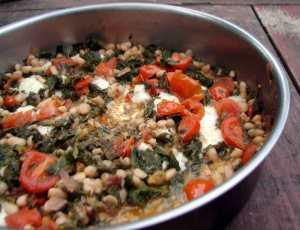 Kale with white beans, raisins and tomatoes