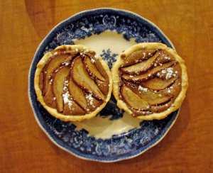 Pear and gianduja tarts