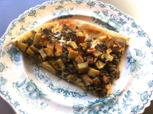 French lentil, roasted potato and smoked gouda pizza